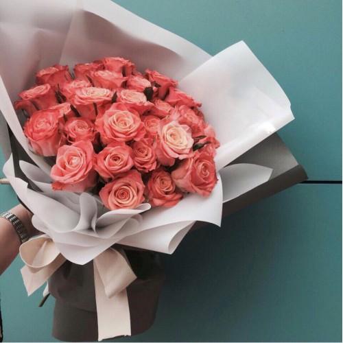Купить на заказ Заказать Букет из 31 коралловой розы с доставкой по Рудному с доставкой в Рудном